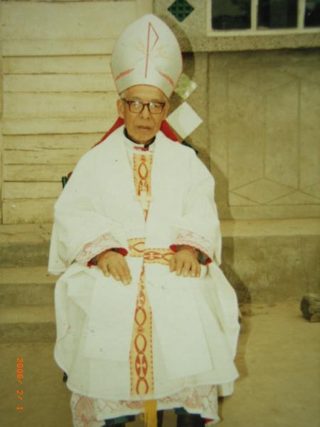 1995年5月21日拍照的,(2006年翻照)河北易县教区师恩祥主教于2001年4月13日主受难日,在北京密捕至今。现年已89岁高龄。